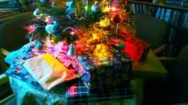 Geschenke unterm Weihnachtsbaum an Heilig Abend