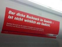 """Aufkleber in der S-Bahn: """"Der dicke Rucksack im Gesicht – ist nicht wirklich ein Gedicht."""""""