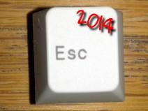 Foto einer ESC-Taste einer normalen Tastatur. Oben rechts in der Ecke steht zusätzlich die Jahresangabe 2014.
