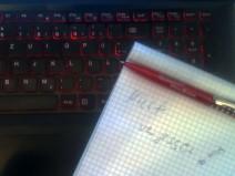 Notizblock auf der Tastatur meines Notebooks
