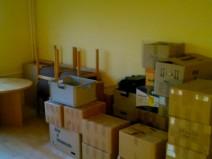 Und noch ein ansonsten leeres Zimmer voller Kartons etc.