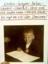 """Eine Postkarte mit der Aufschrift """"Einstein - Wagner - Balzac - Schubert - Churchill - Hesse und viele andere waren schlechte Schüler! Das sagt uns viel über Zensuren!"""""""