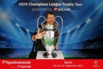 Foto: Meine Wenigkeit und der Champions League Pokal