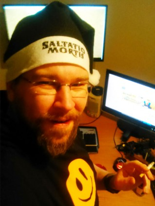 Ein Selfie von mir mit Weihnachtsmütze von Saltatio Mortis