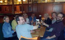 Ein Gruppenfoto am Tisch