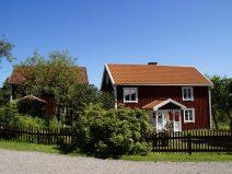 Foto von roten für Skandinavien typischen Häusern in Schweden