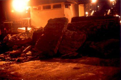 Foto vom Abriss der Mauer - nachts
