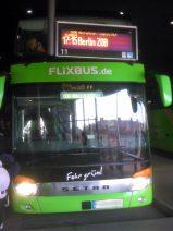 Foto eines Reisebusses mit Ziel Berlin am ZOB München