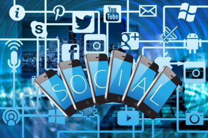 Eine Grafik mit allen möglichen Logos aus dem Bereich Social Media rund um das Wort Social